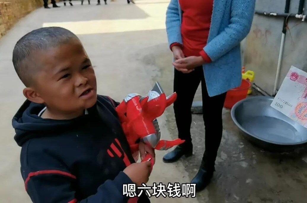 小马云重回大众视野,已经确定为二级残疾,他的走红是