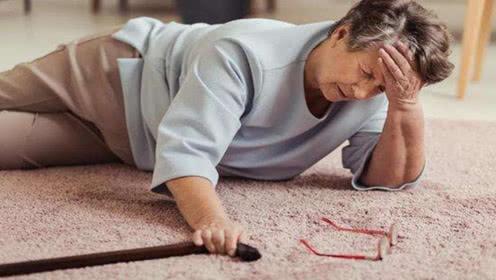 面临不确定情况的时候:摔倒老人应该要去扶吗?
