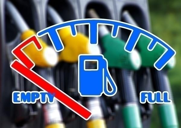 """今年油价调整首次宣告""""搁浅""""汽、柴油价格不作调整"""