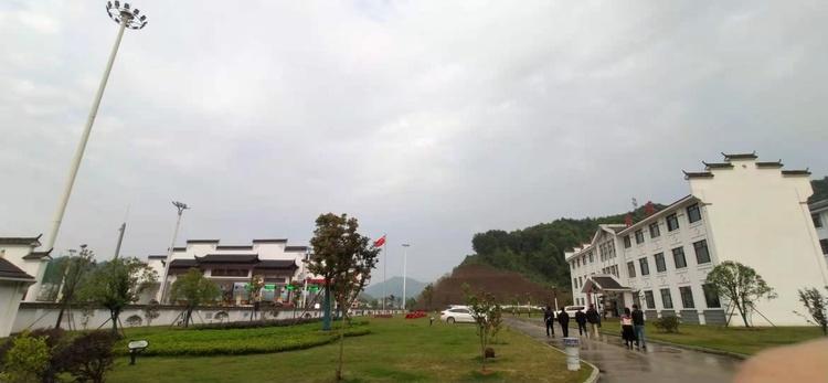 """景德镇市浮梁县湘湖镇的""""瓷都东大门"""""""