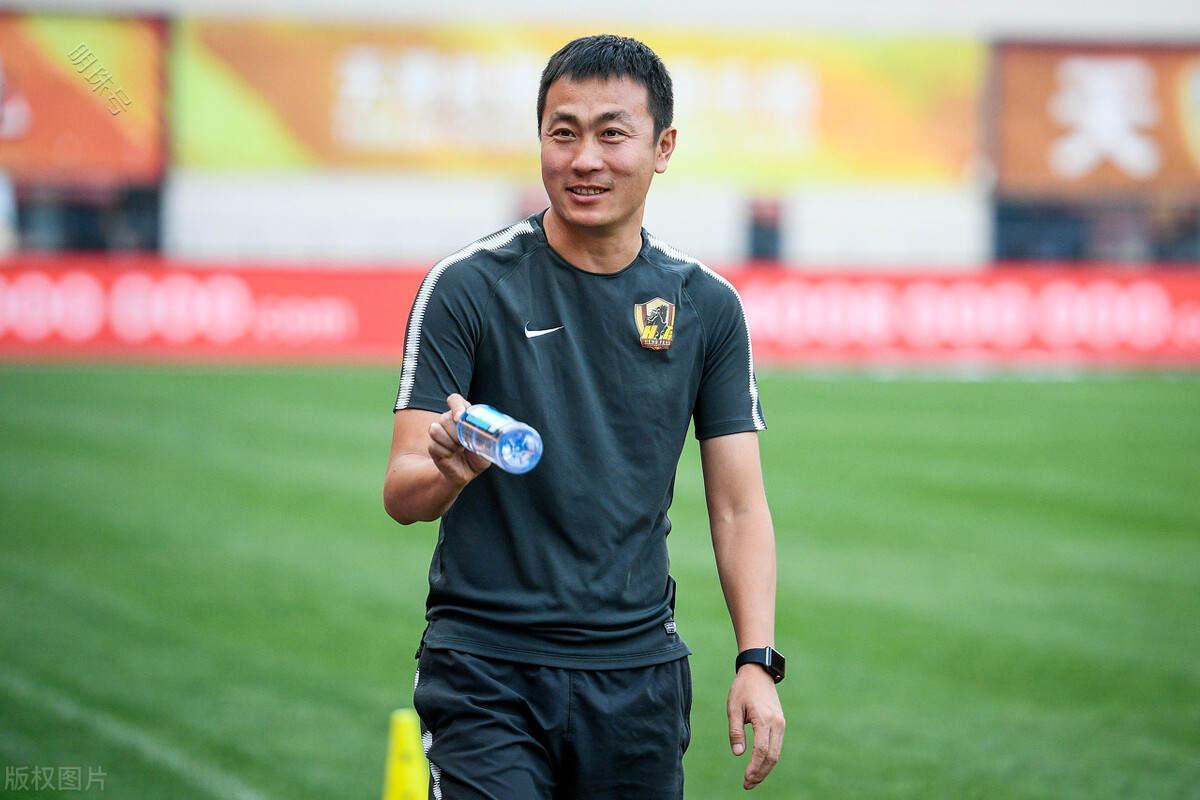 前国脚王新欣:足球是有对抗性的,大家一定要调动自己