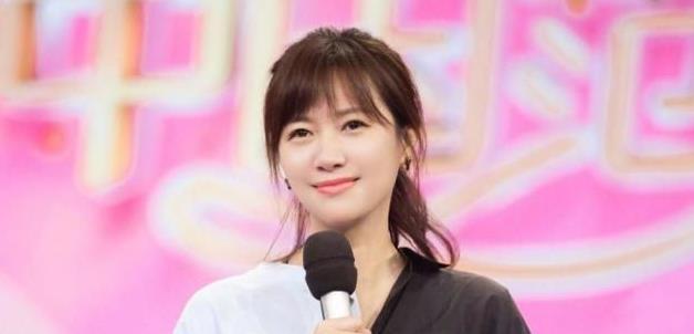 她曾与徐静蕾同居5年,和周迅绯闻不断,最后却娶了个女导演!