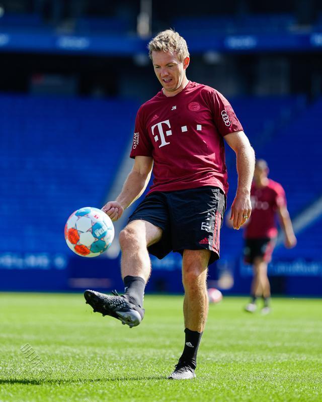拜仁慕尼黑全队恢复性训练,罗卡:期待第二个赛季
