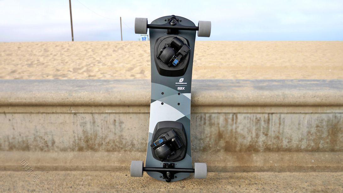 电动滑板,带有电动脚轮的电动滑板