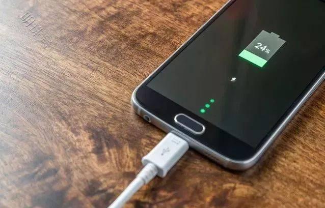 如何给手机正确充电?每次充电都要充到100%?