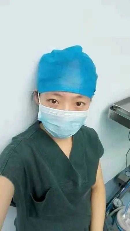 男子北京站晕厥,女医生跪地人工呼吸:你摘下口罩那一刻,太美了!