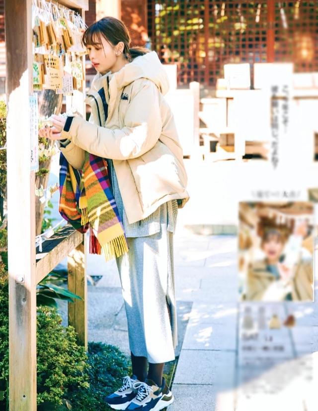 冬季穿羽绒服配半裙时,选对鞋子很重要,这3种日本博主们都在穿