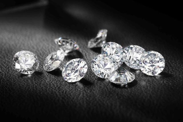 僧泊我的钻石几百块一克推,黑菜价却出人购,您晓得为何吗?