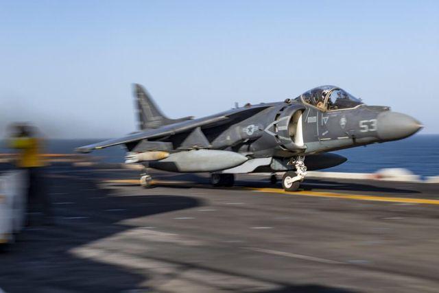 "F-35B""大跃进""失败?美陆战队还得靠老飞机顶到2029年"