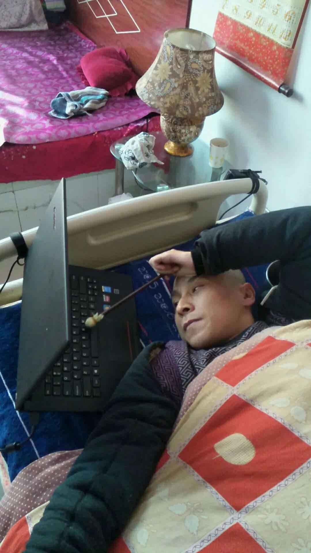 都海成:一个用铅笔追梦的残疾人
