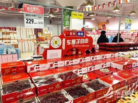 车厘子降价上海市民抢购!业内人士:别急,还有十几万吨在路上