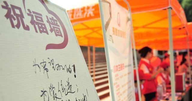 邓州常晓:对家乡学生的爱