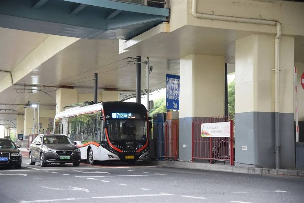 暂事公交接纳下科技使车辆定位报站更粗准