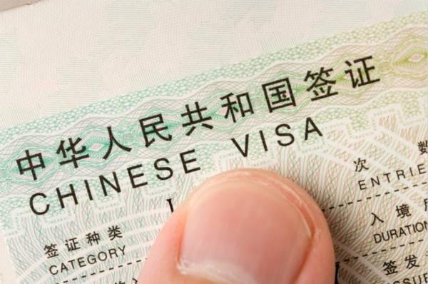 靠修图软件PS出国签证,男子为填补资金缺口制作假签证行诈骗