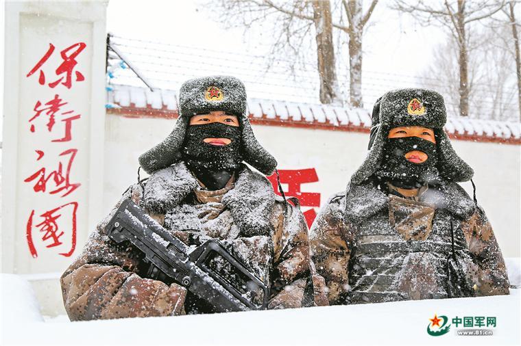 连线新疆军区某边防团康苏沟哨所:雪野里那串前行的