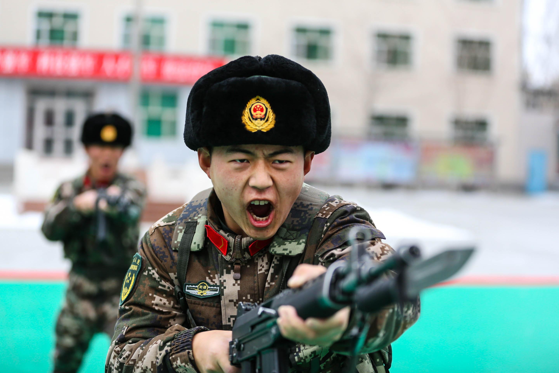 雪地冲锋!武警塔城支队节后练兵掠影