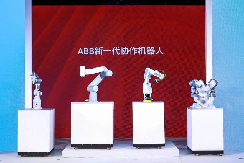 """80%企业未来10年将使用机器人 春晚""""书法机器人""""在沪首发新品"""