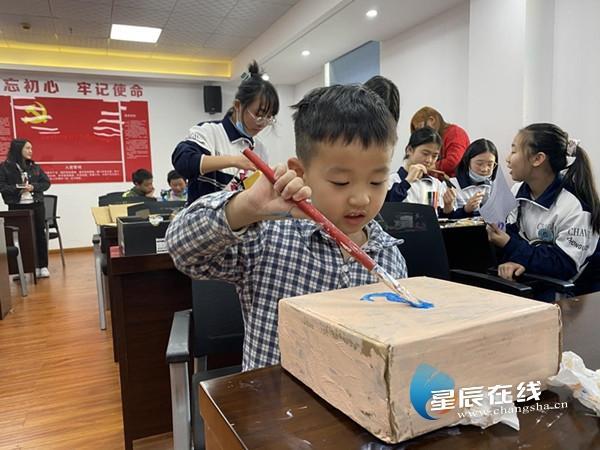 芙蓉区东瑞社区:缤纷暖阳齐相聚,手工制作庆新春