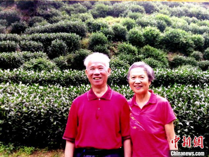 爱情最美的样子:杭州91岁党员捐献遗体 妻子签下捐