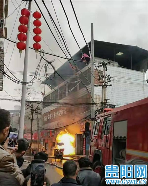 贵州遵义一门面发生火灾,造成近10万元损失