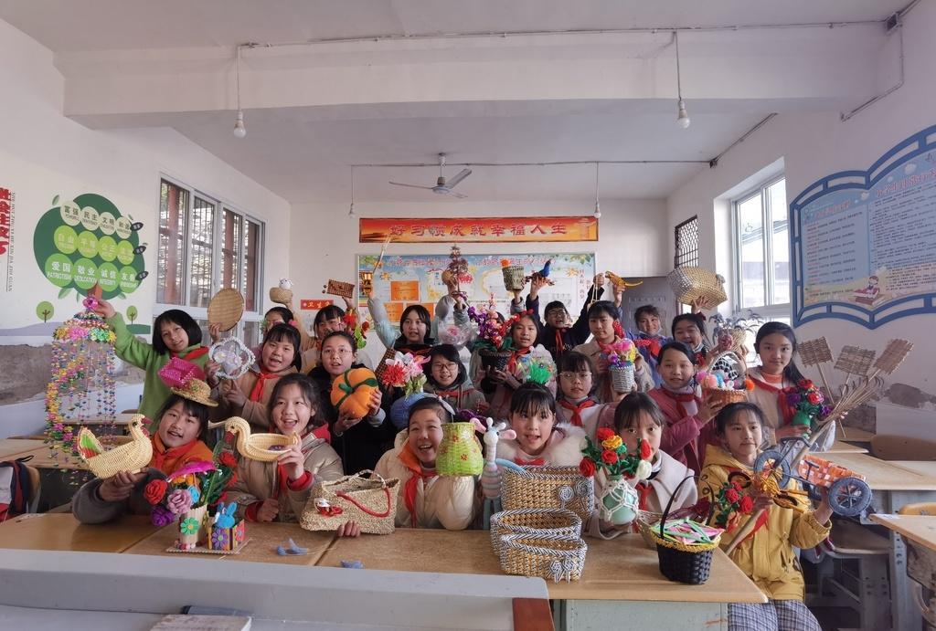 """巴中恩阳双胜小学""""开学第一课"""":创意手工,晒晒孩子们的寒假作业"""