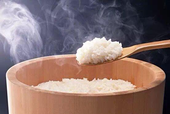 把水换成它来煮米饭,竟然这么神奇!降三高,便秘通了,皮肤好了