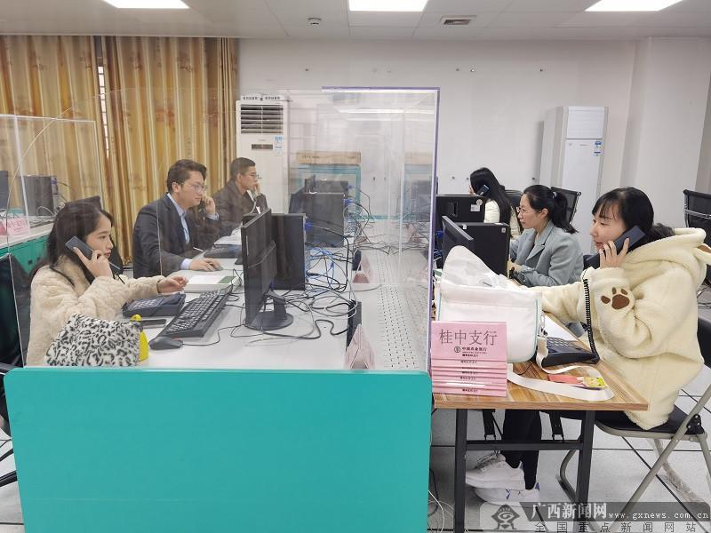 农行柳州柳南支行组织青年突击队开展外呼分期营销活动