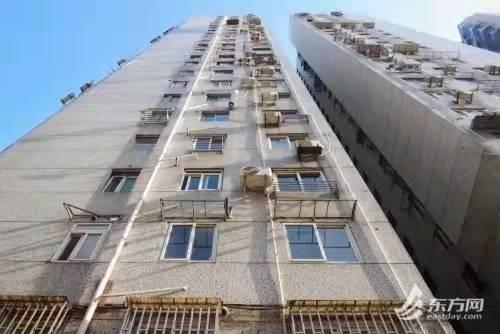 上海首例涉嫌高空抛物罪案!男子高空抛垃圾,邻居被砸得血流不止缝合8针