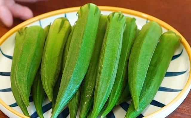 秋葵最解馋的做法:学会这个诀窍,口感脆嫩,清淡爽口,比肉还香