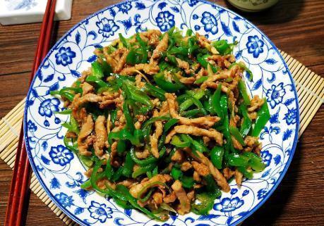 青椒炒肉丝,有人先炒青椒有人先炒肉?做对了,嫩滑多汁