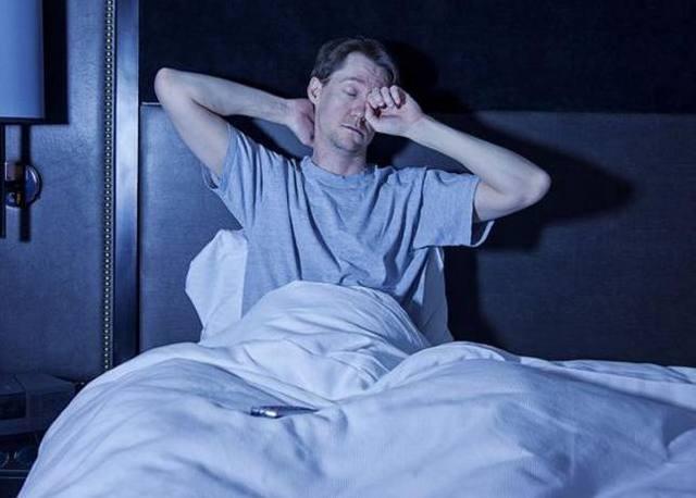 """半夜睡不着?3个食疗方法,效果比""""安眠药""""还要好!整夜好眠"""