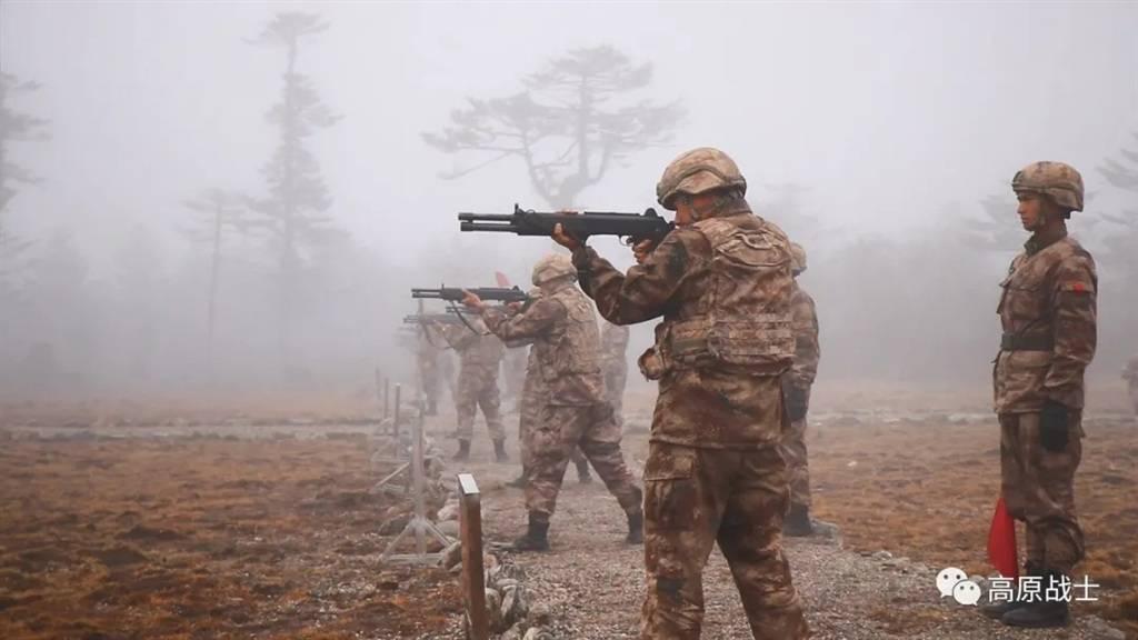 """人手一把""""近战大杀器""""!西藏军区某旅实射考核,国产霰弹枪威力抢眼"""