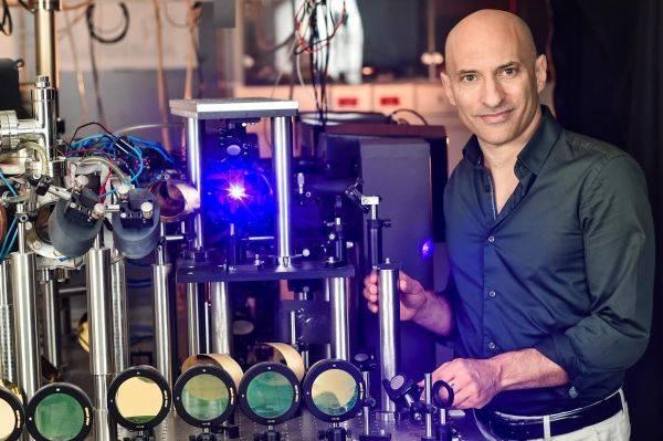 """以色列科学家模拟黑洞证实""""霍金辐射"""""""