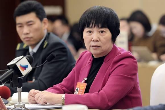 """寿命长了服务也要""""升级"""" 朱国萍代表建议放宽居家养老政策到80岁以上"""