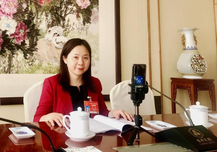 全国人大代表黎霞:建议开发未成年人专用手机及专用网络、软件