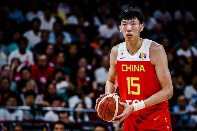 再见耐克!中国体育抵制Nike第一人,周琦脱掉耐克,球迷不黑他了