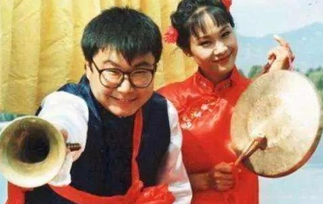 凭借《纤夫的爱》大火,和前夫离婚后,55岁的于文华今