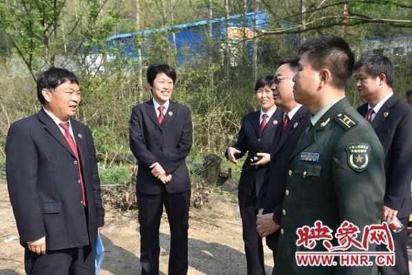 马军、李芳海一行到泌阳县人民检察院调研指导红色