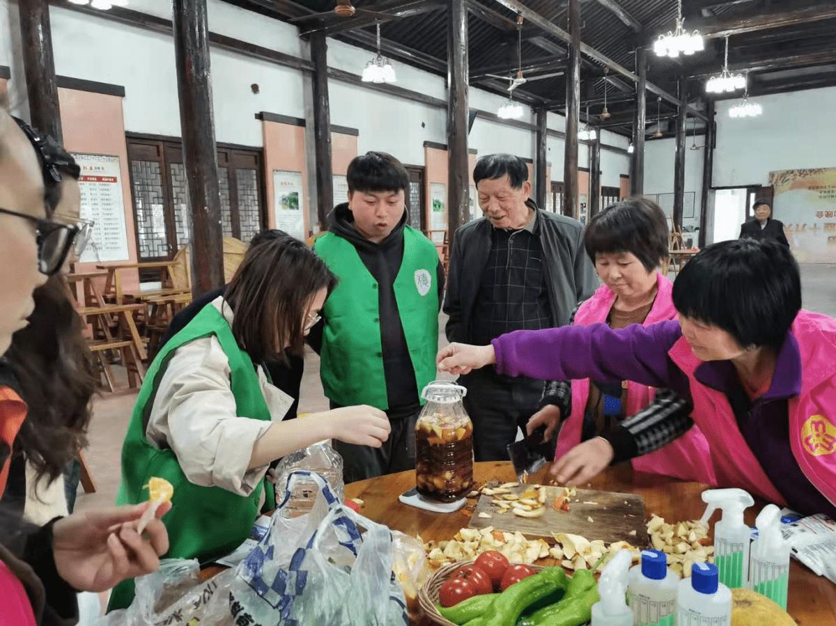 """德清县钟管镇开展""""文明健康 绿色环保""""爱国卫生月主题活动"""