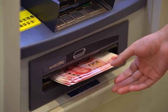 浙江一男子将21万存在银行,取钱时只剩99元!
