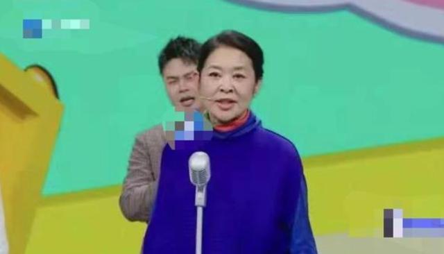62岁倪萍暴瘦神态显疲惫,身材干瘦撑不起衣服,这是生病了?