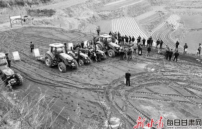 【图片新闻】甘肃省中药材标准化种植农机具现场演示会举行