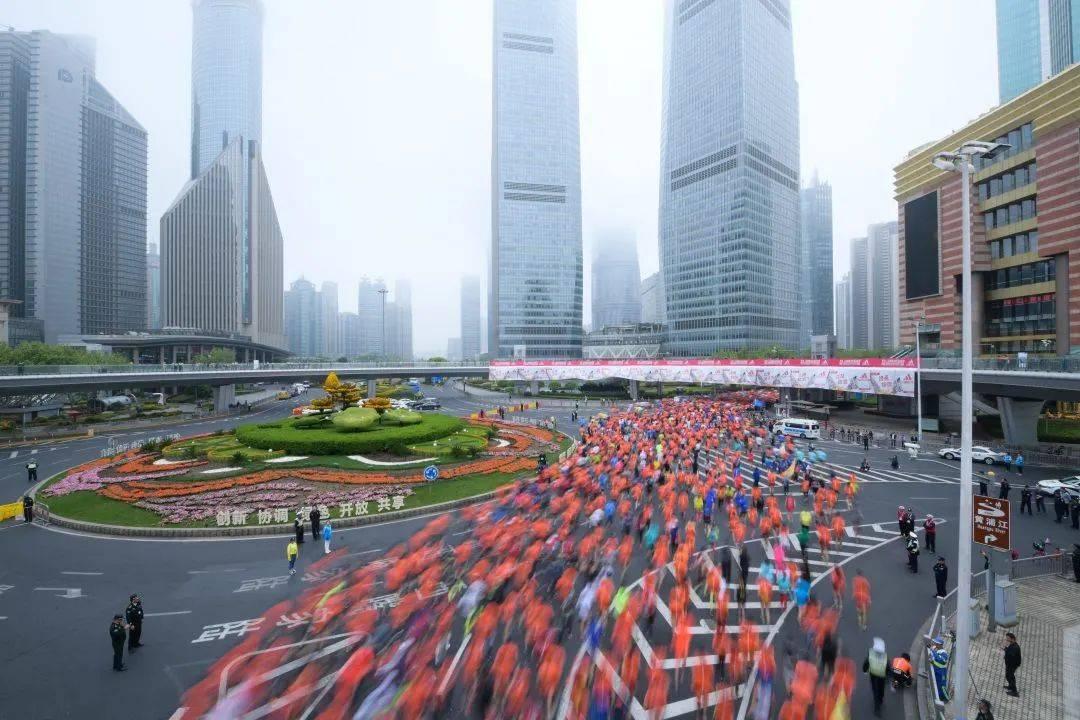 跑圈新趋势:上海半马等赛事不发放参赛服,退还跑者报名费