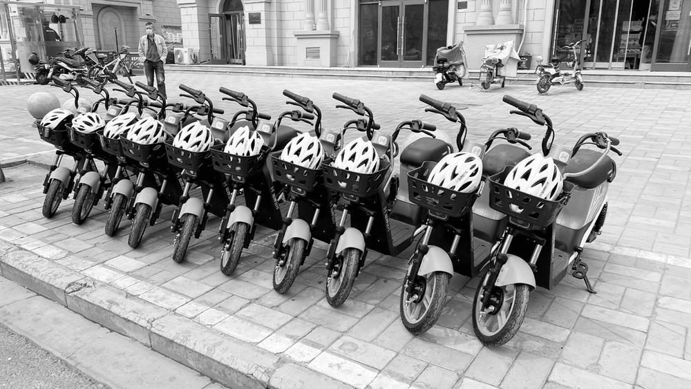新款共享助力车亮相省会街头 呼吁市民文明骑行