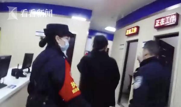 """""""我就坐这""""!女子火车上""""霸座"""" 结局让人舒适"""