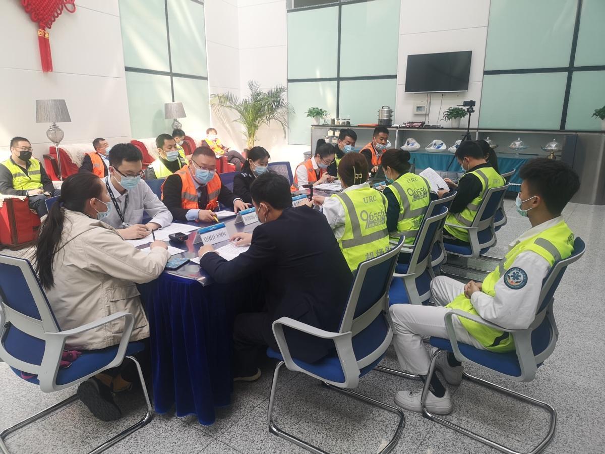 乌鲁木齐国际机场开展大风、沙尘灾害性天气应急处置桌面演练