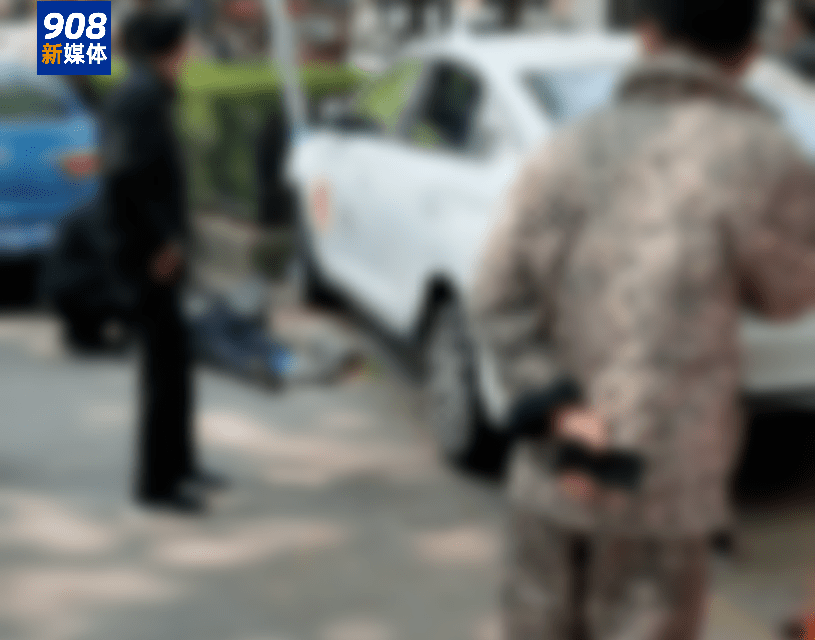 合肥市区一网约车突然失控撞倒路边两位老人,造成1死1伤