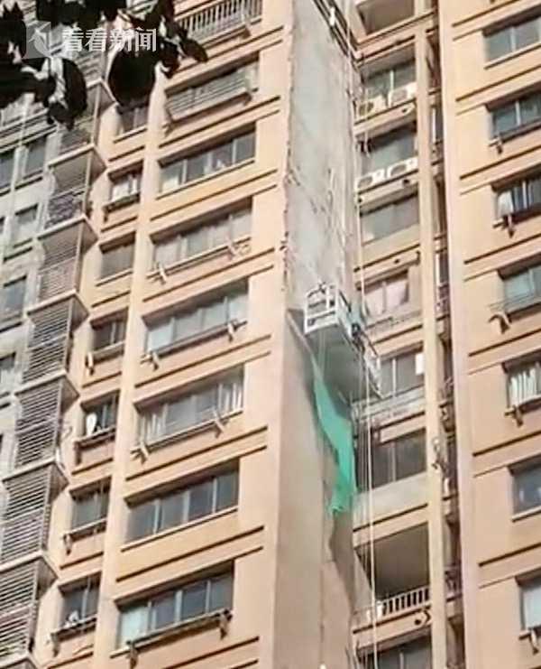 视频 高层建筑外墙铲除 幼儿园被粉尘包围!家长急晕