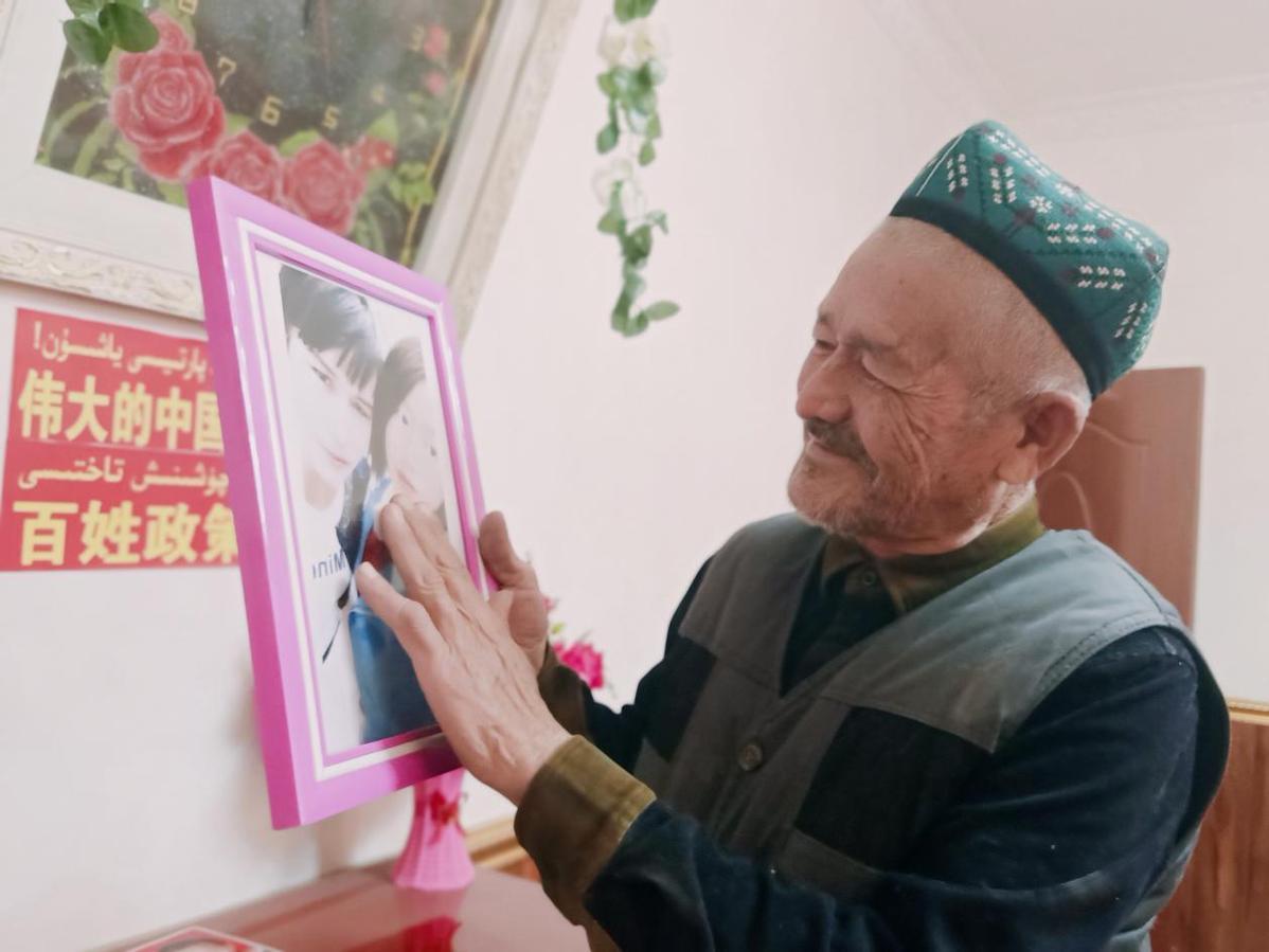 养育亲情深似海 ——库尔班尼亚孜夫妇抚养弃婴的故事