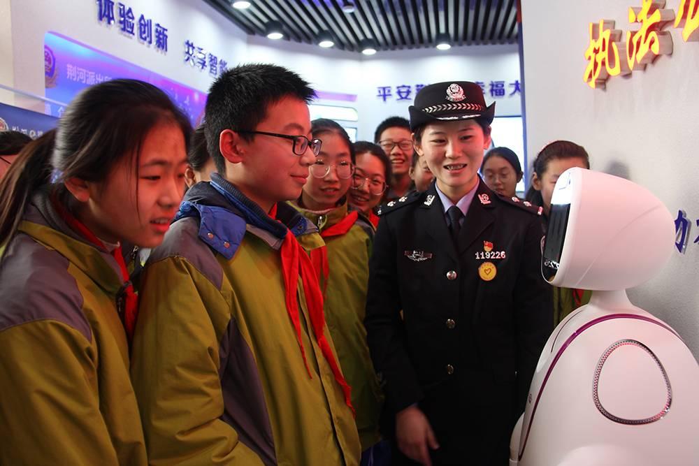 山东29岁女民警杨申因病逝世,常忙到半夜、胃部不适总忍着